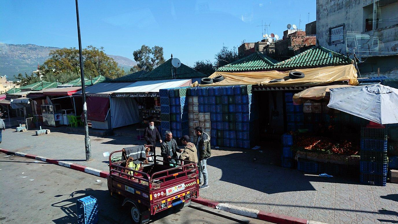 フェズの陶器工房からメディナにバスで移動する2