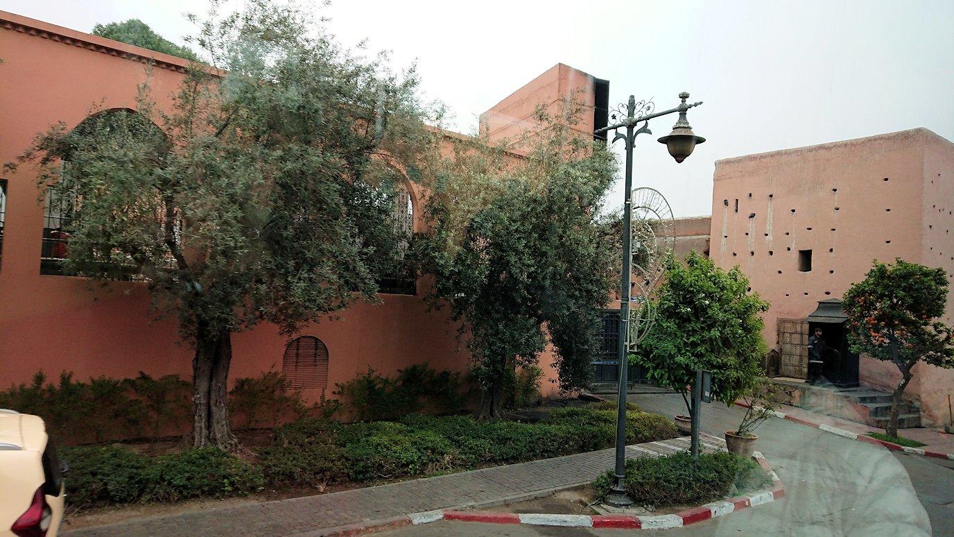 モロッコのマラケシュ市内でクトゥビア・モスクを目指す1