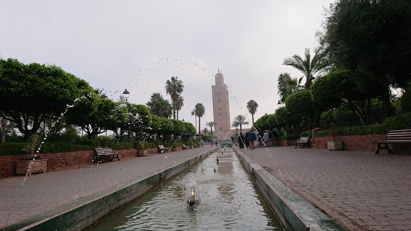モロッコのマラケシュ市内でクトゥビア・モスクを見物1