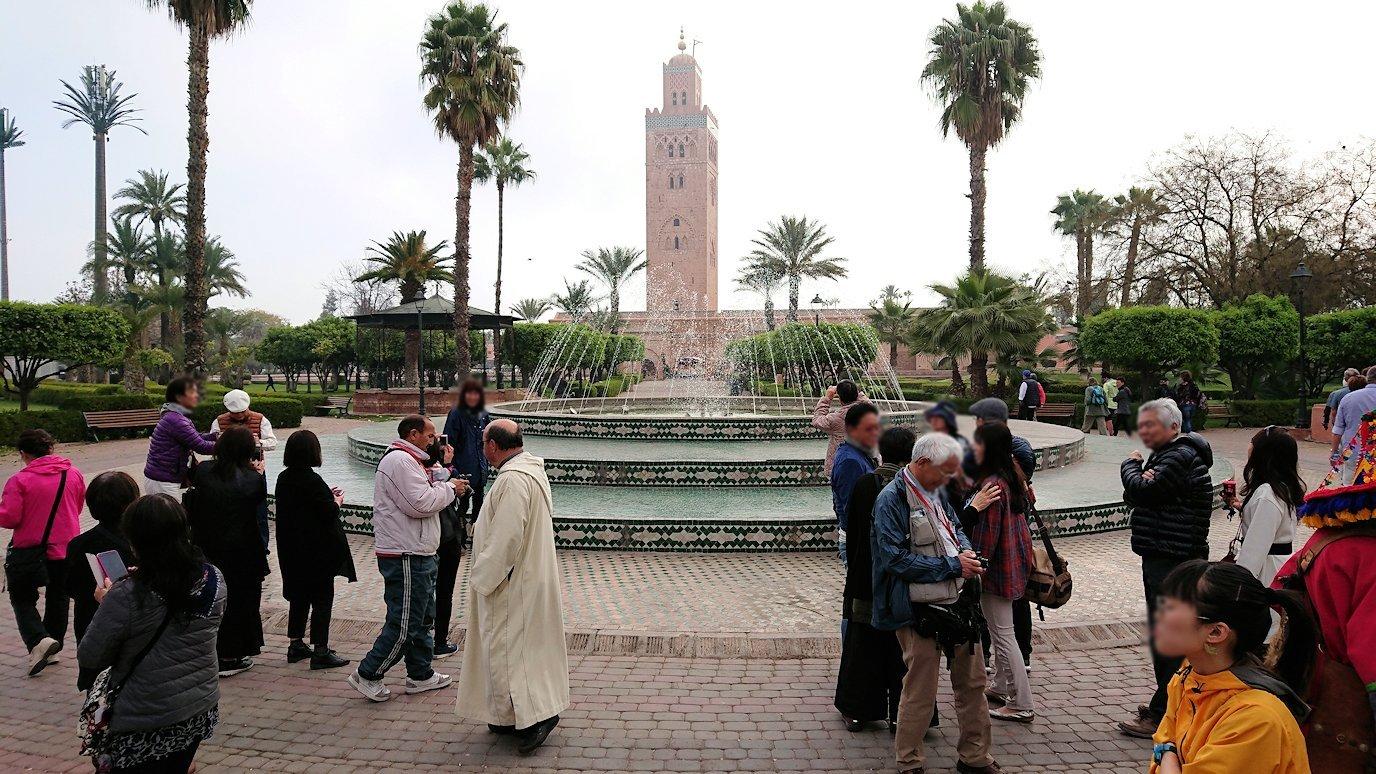 モロッコのマラケシュ市内でクトゥビア・モスクを見物2
