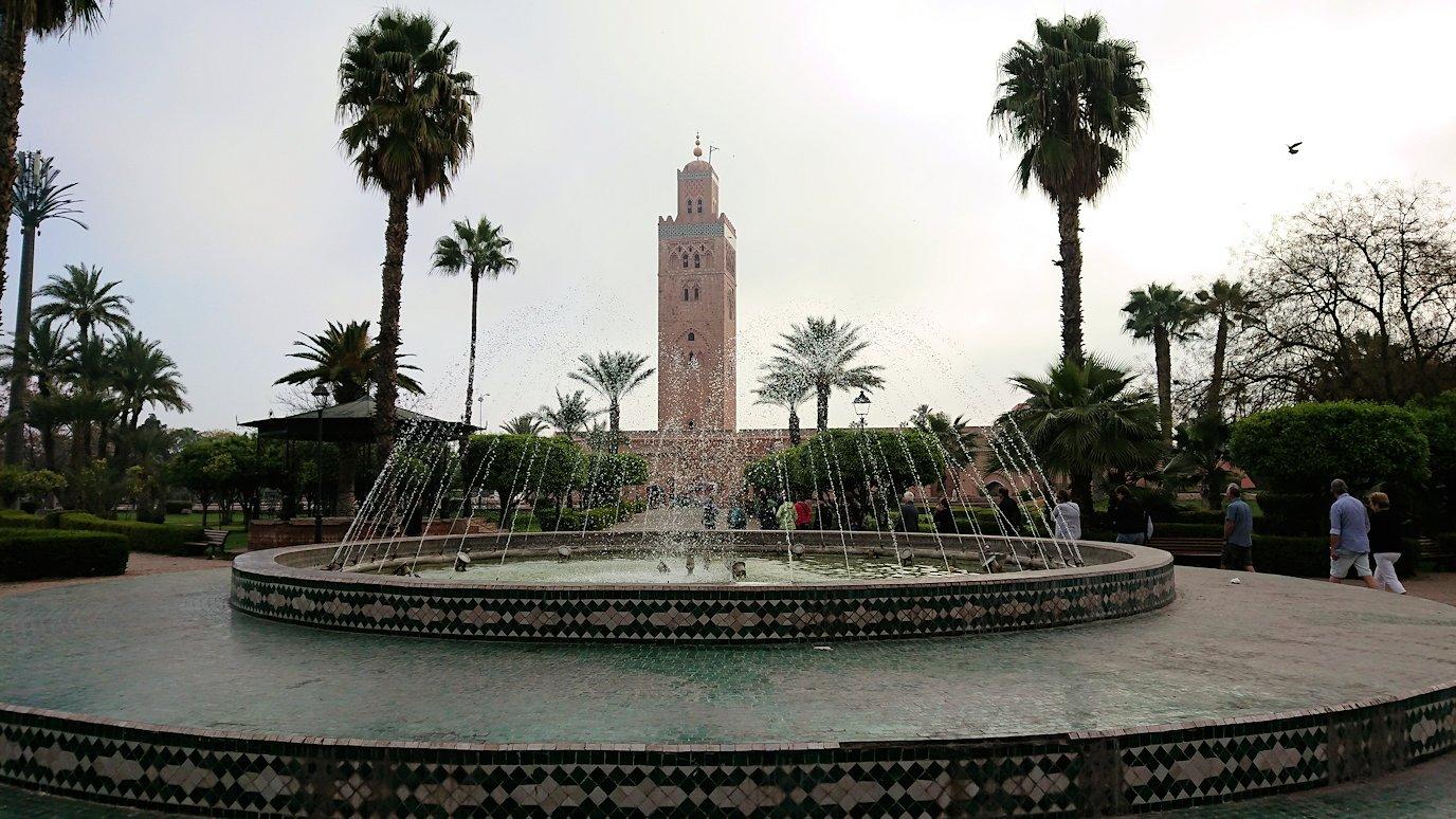モロッコのマラケシュ市内でクトゥビア・モスクを見物3