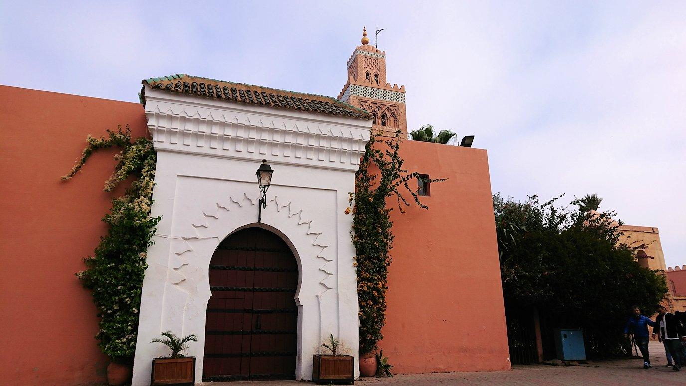 モロッコのマラケシュ市内でクトゥビア・モスク付近の公園の景色3