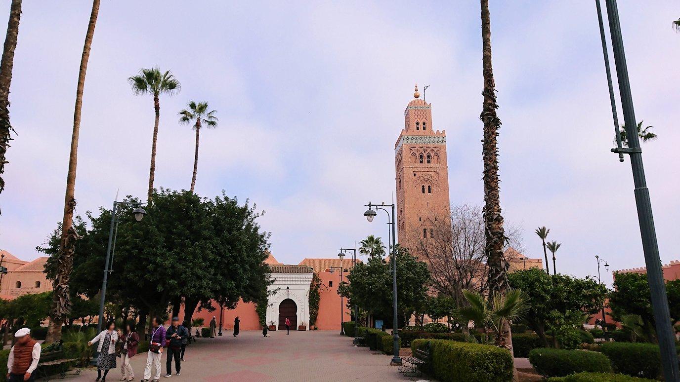 モロッコのマラケシュ市内でクトゥビア・モスク付近の公園の景色4