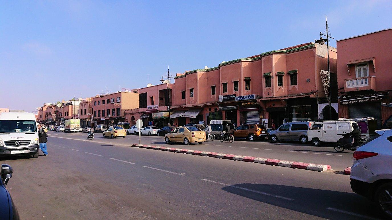 モロッコのマラケシュで旧市街地(メディナ)を歩く2