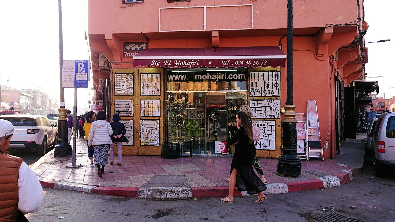 モロッコのマラケシュで旧市街地(メディナ)を歩く6