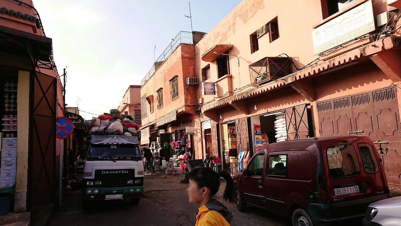 モロッコのマラケシュで旧市街地(メディナ)を歩く7