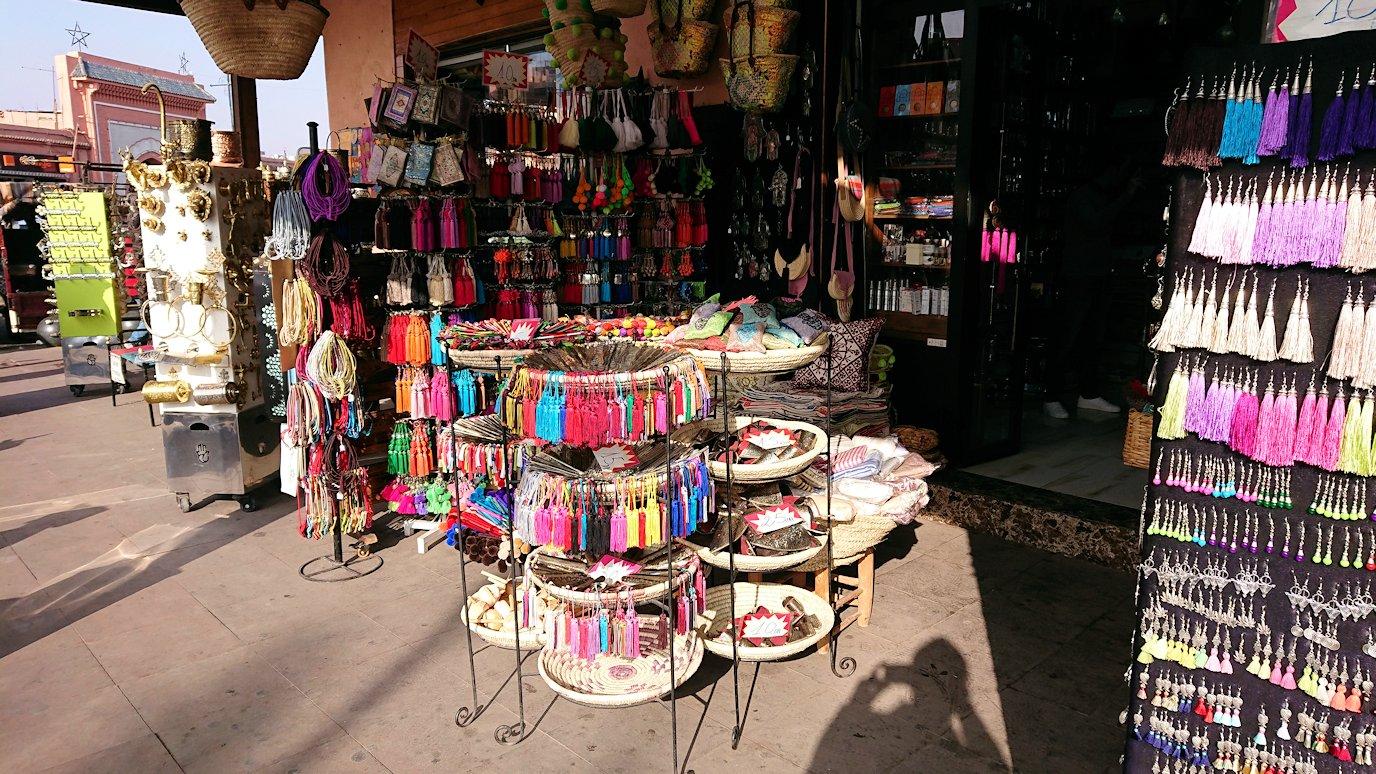 モロッコのマラケシュで旧市街地(メディナ)での雰囲気を