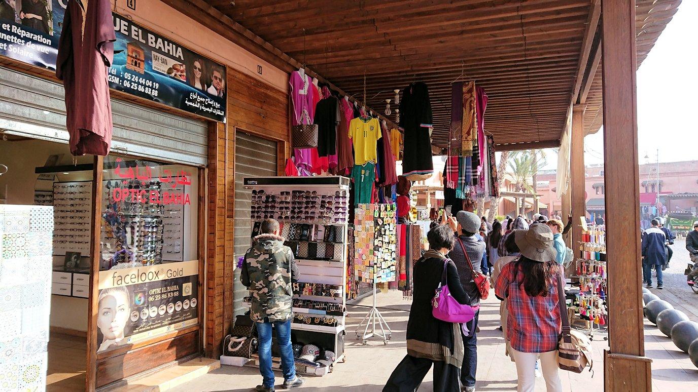 モロッコのマラケシュで旧市街地(メディナ)での雰囲気を1
