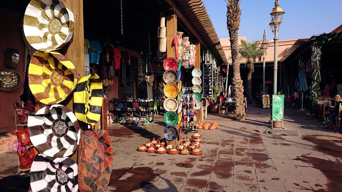 モロッコのマラケシュで旧市街地(メディナ)での雰囲気を2