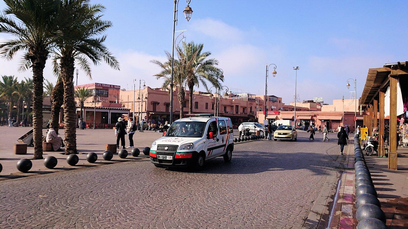 モロッコのマラケシュで旧市街地(メディナ)での雰囲気を8