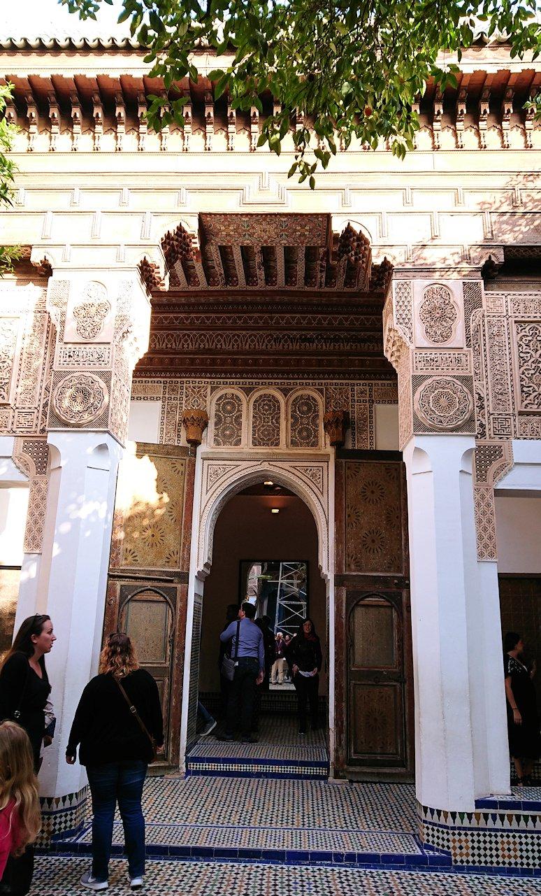 モロッコのマラケシュでバヒア宮殿の中の様子