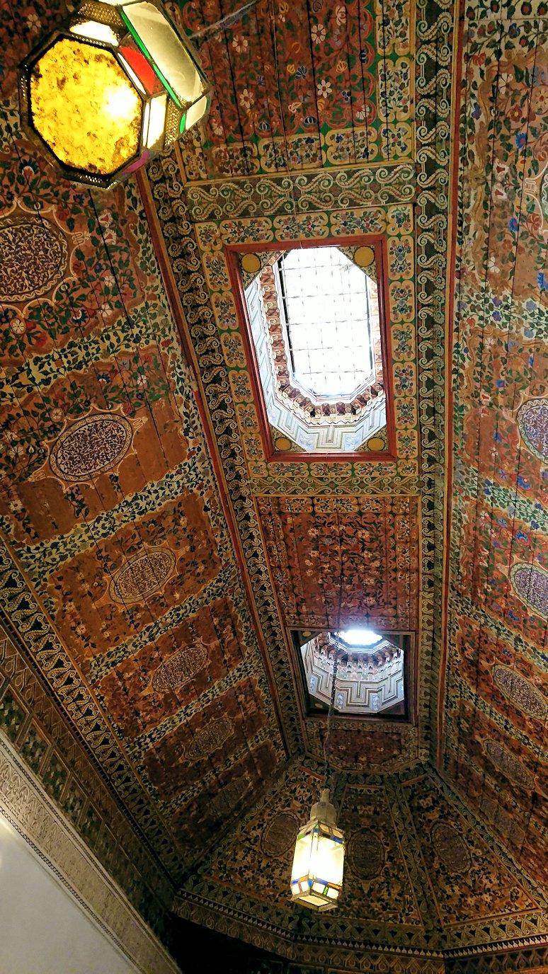 モロッコのマラケシュでバヒア宮殿の中の様子8