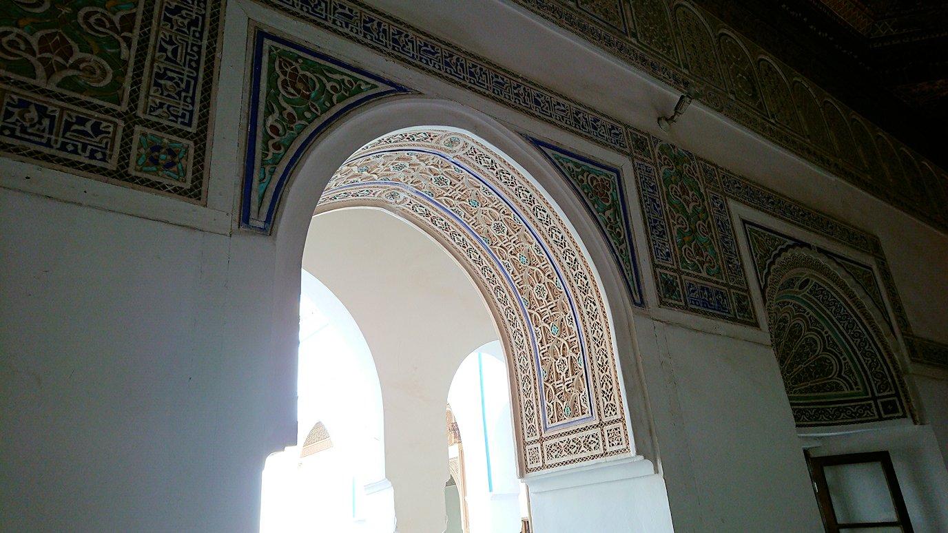 モロッコのマラケシュでバヒア宮殿内を探索する5