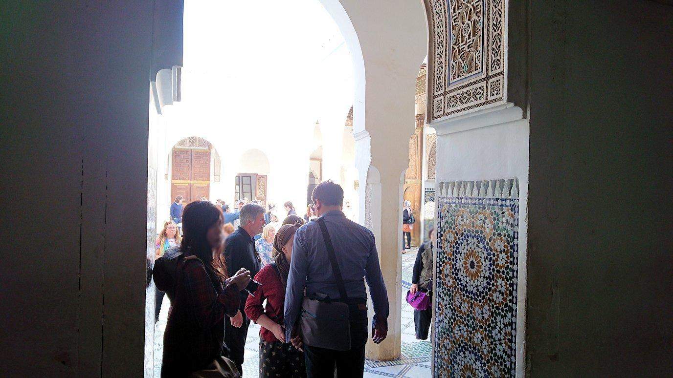 モロッコのマラケシュでバヒア宮殿内を探索する6
