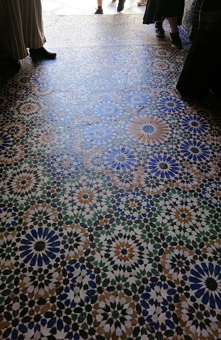 モロッコのマラケシュでバヒア宮殿内を探索する9