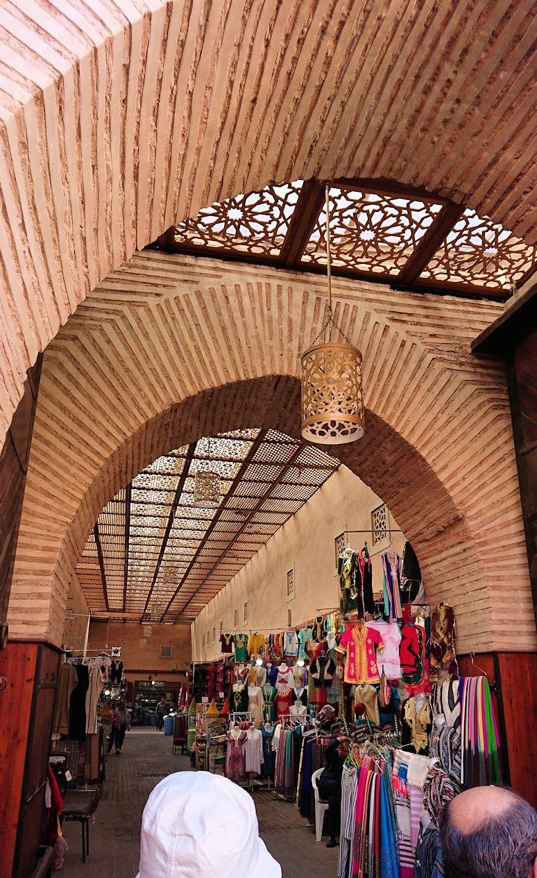 モロッコのマラケシュでバヒア宮殿の周辺で猫の撮影に夢中6