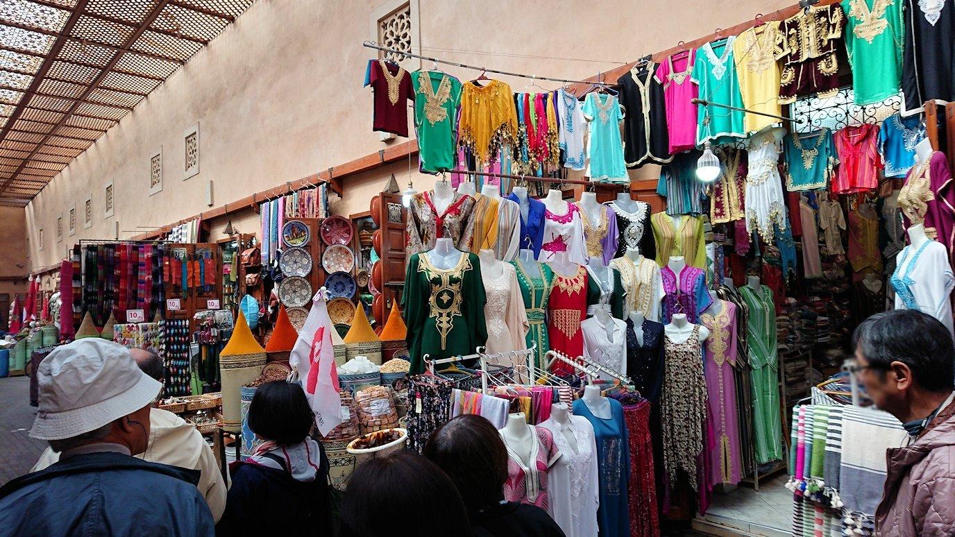 モロッコのマラケシュでバヒア宮殿の周辺で猫の撮影に夢中8