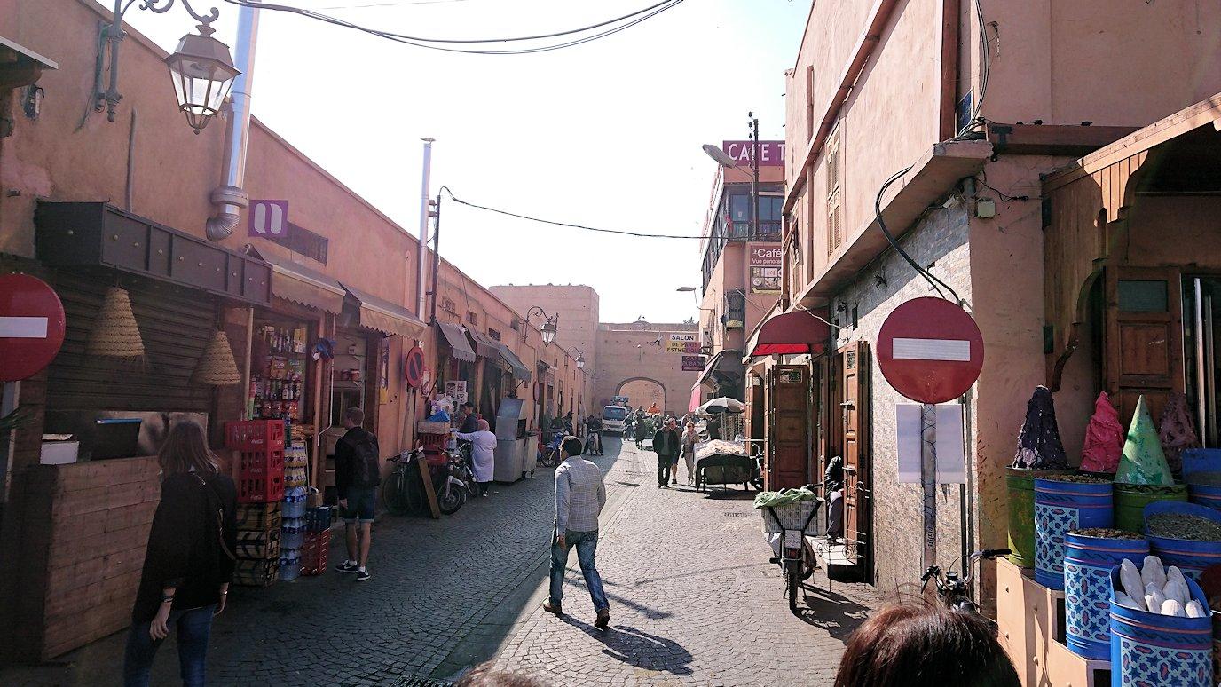 モロッコのマラケシュでバヒア宮殿から次の目的地に移動7