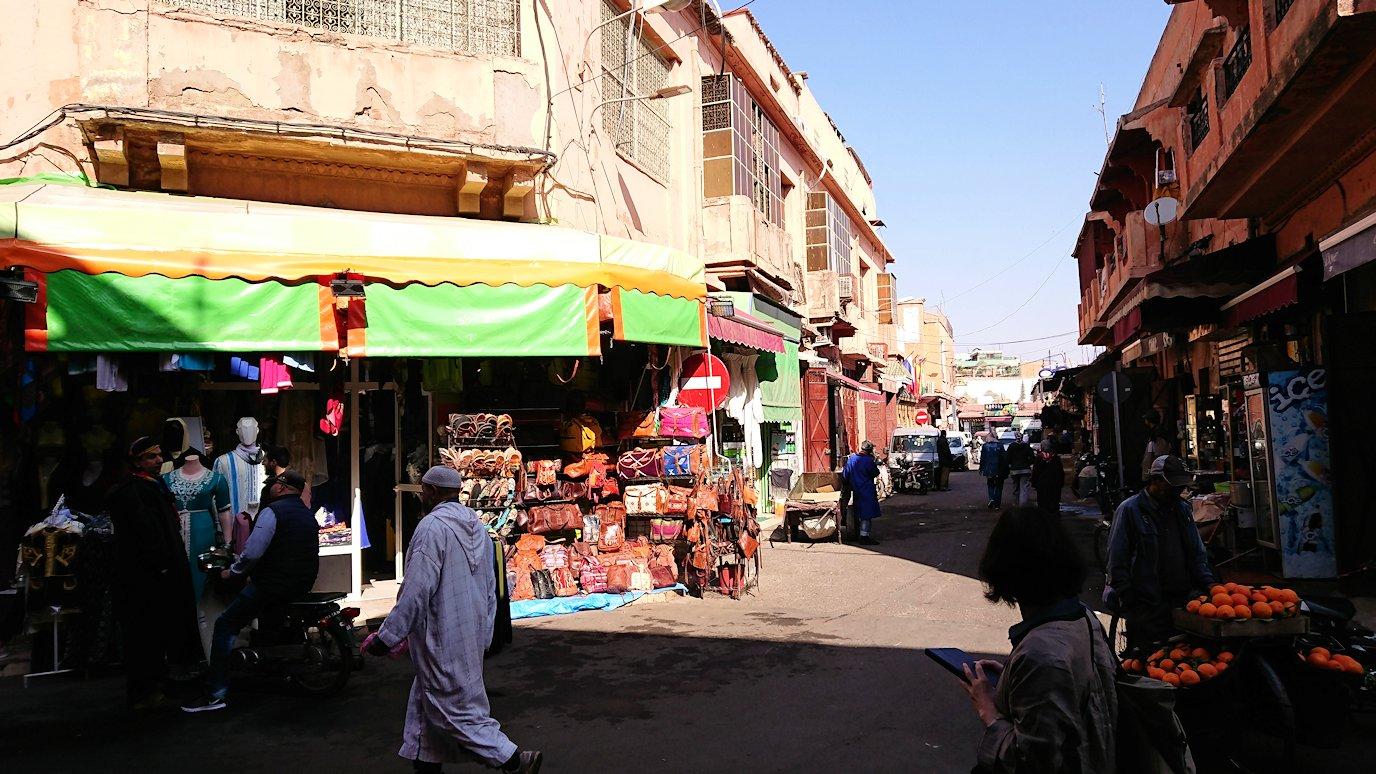 モロッコのマラケシュでバヒア宮殿から次の目的地に移動途中に見かけたもの1
