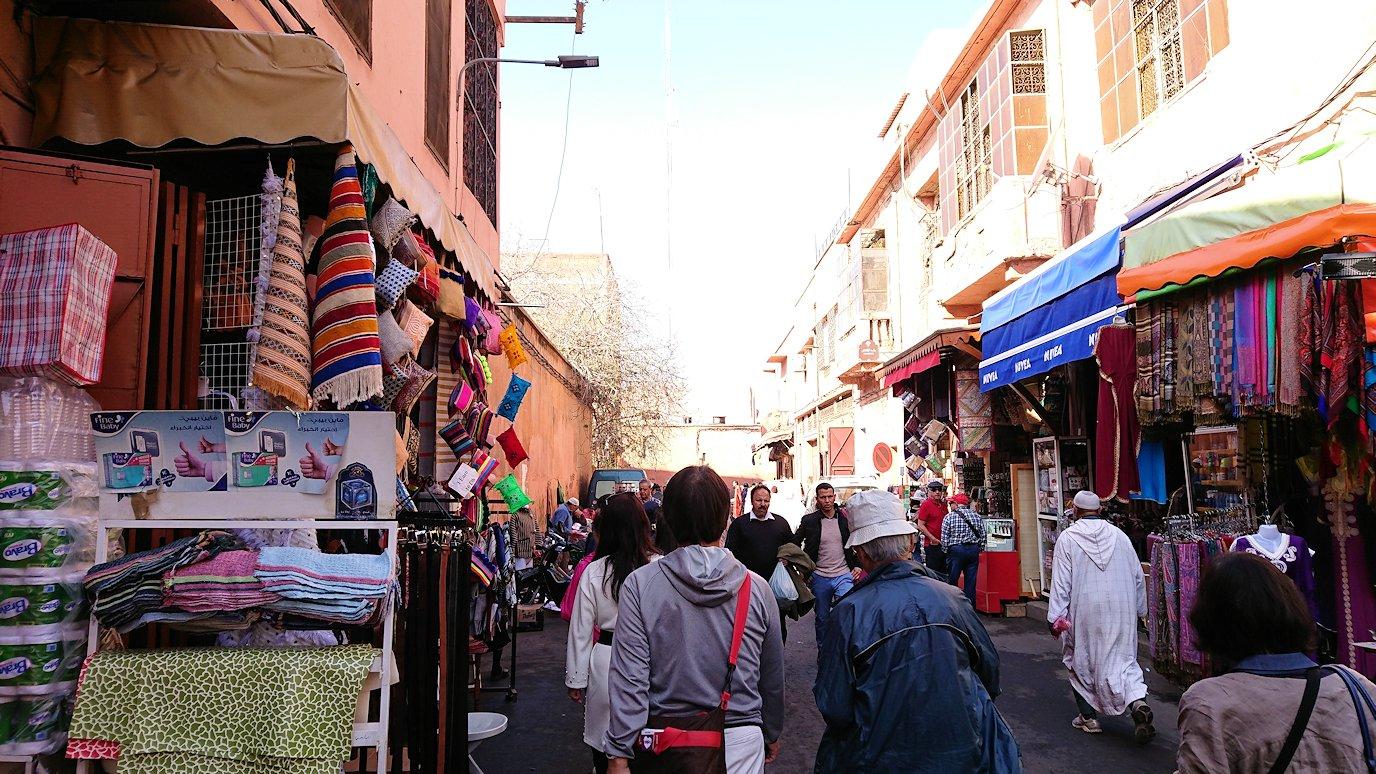 モロッコのマラケシュでバヒア宮殿から次の目的地に移動途中に見かけたもの2