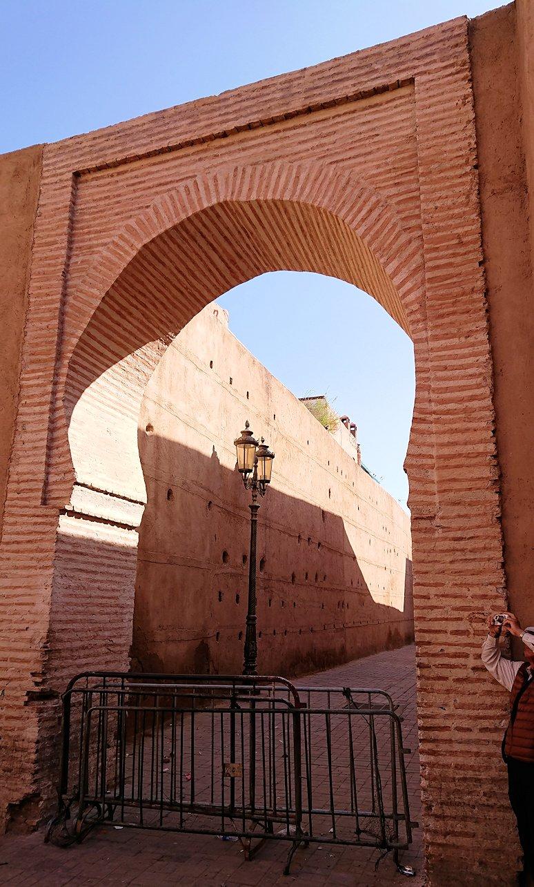 モロッコのマラケシュでバヒア宮殿から次の目的地に移動途中のメディナにて4