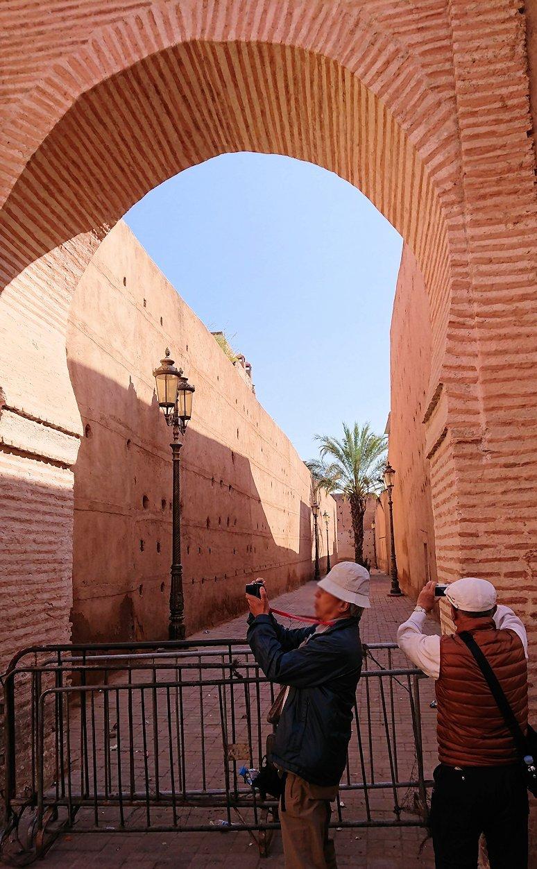 モロッコのマラケシュでバヒア宮殿から次の目的地に移動途中のメディナにて5