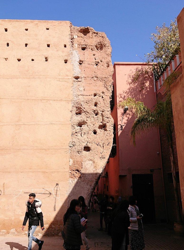 モロッコのマラケシュでバヒア宮殿から次の目的地に移動途中のメディナにて6