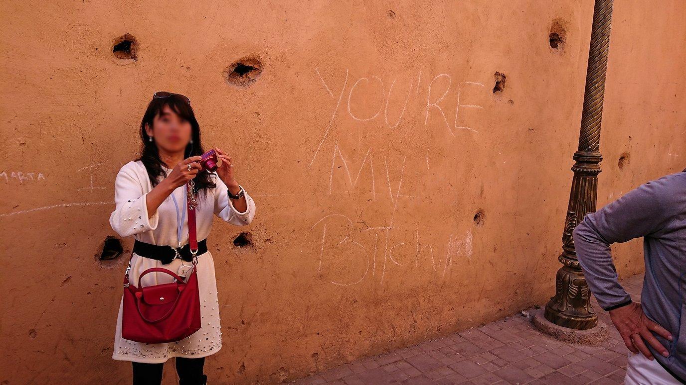 モロッコのマラケシュでバヒア宮殿から次の目的地に移動途中のメディナにて7