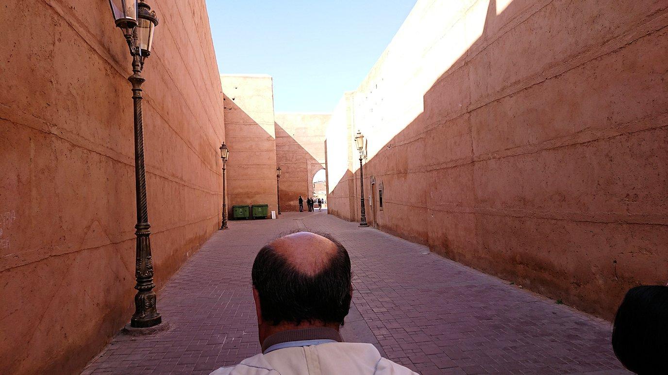 モロッコのマラケシュでバヒア宮殿から次の目的地に移動途中のメディナにて9