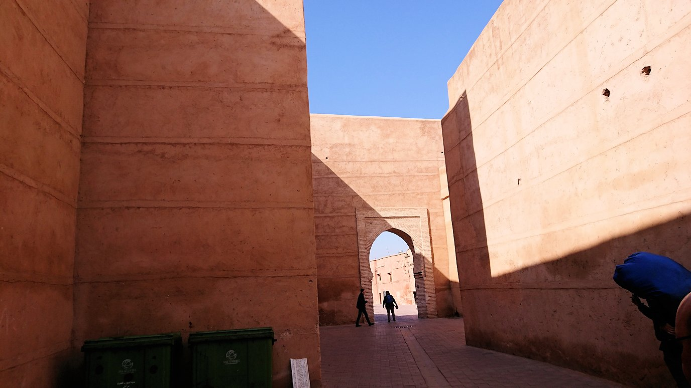 モロッコのマラケシュでアルマンスールモスク付近の様子