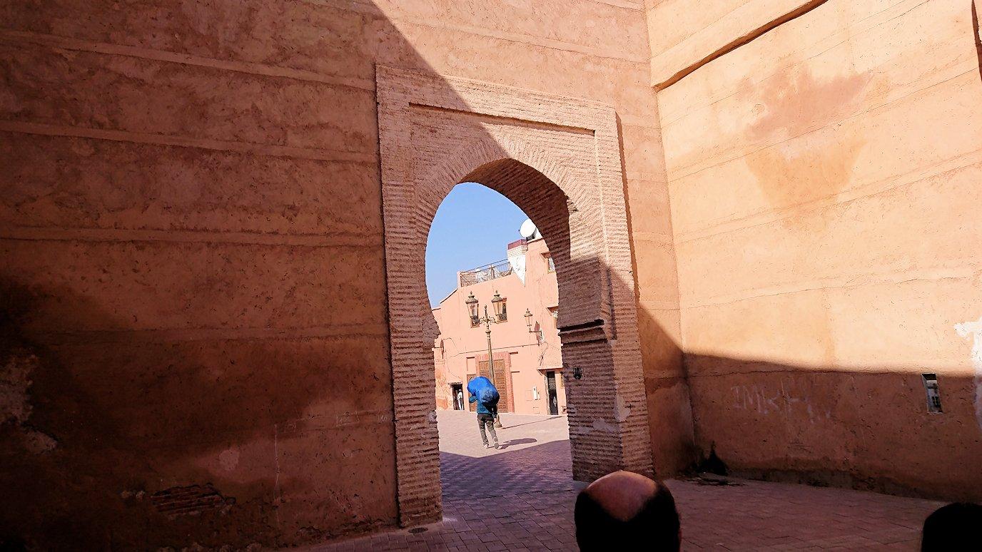 モロッコのマラケシュでアルマンスールモスク付近の様子2