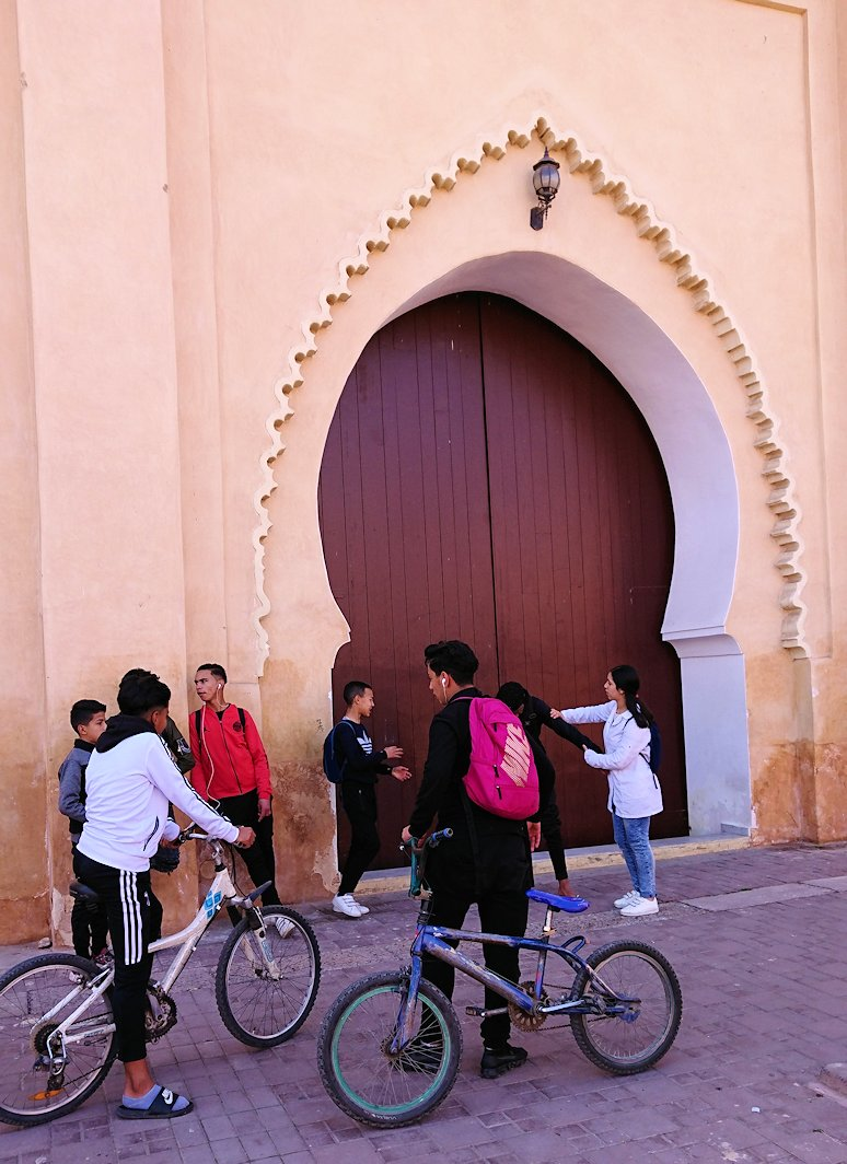 モロッコのマラケシュでアルマンスールモスク付近の様子7