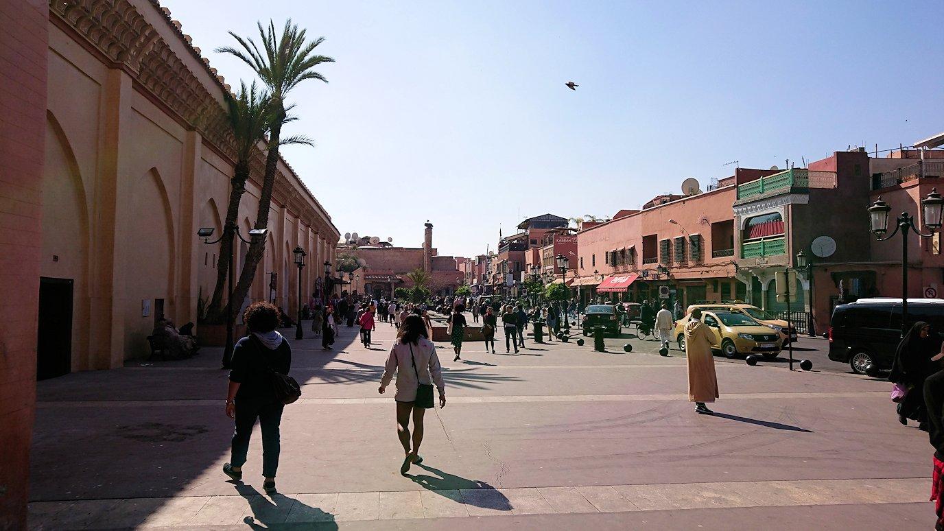 モロッコのマラケシュでアルマンスールモスク付近の様子9