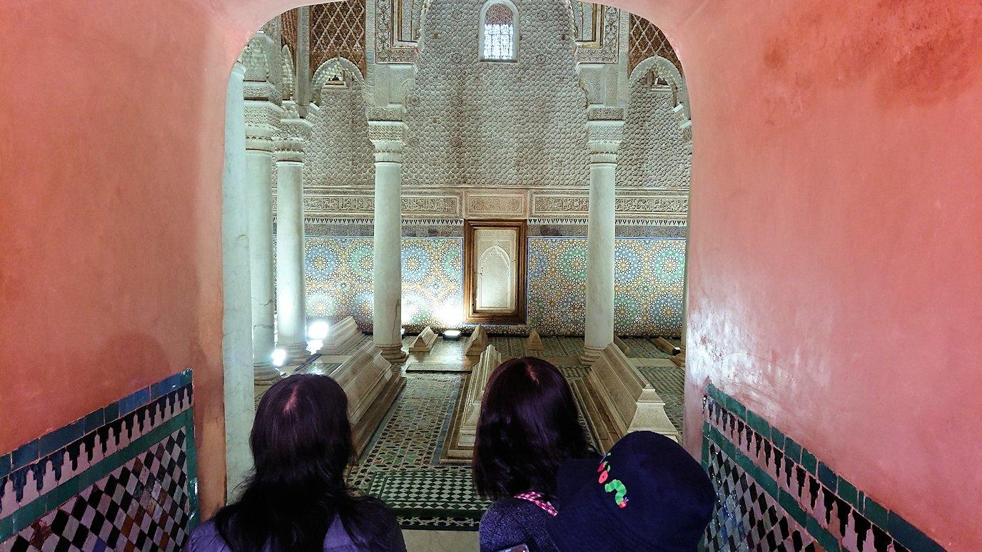 モロッコ・マラケシュのサアード朝の墓跡で長い順番待ちに並ぶ6