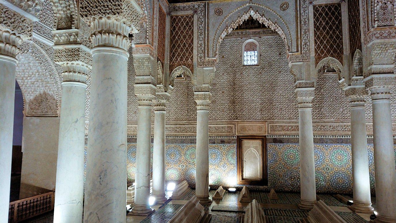 モロッコ・マラケシュのサアード朝の墓跡で長い順番待ちに並ぶ8