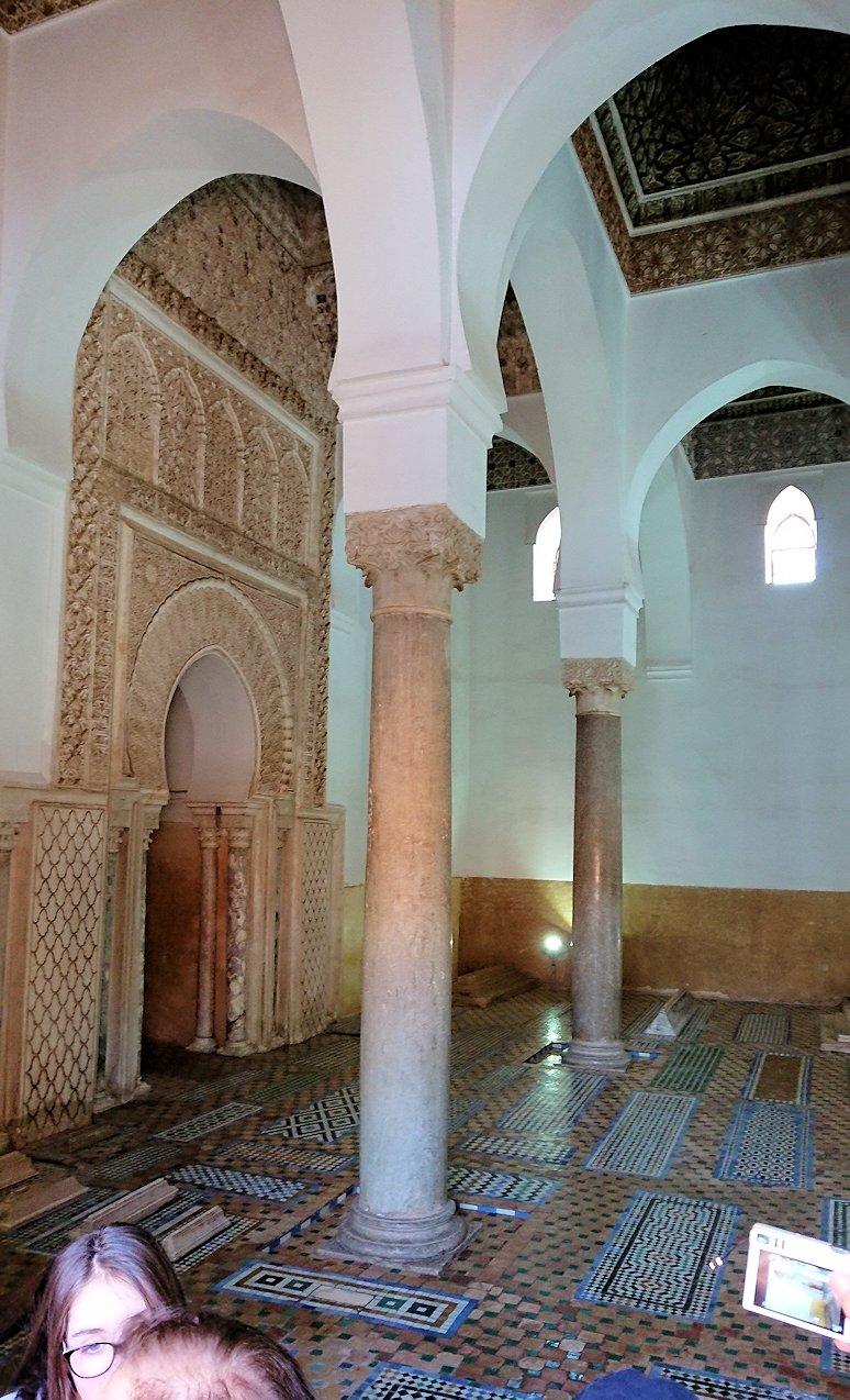 モロッコ・マラケシュのサアード朝の墓跡で長い順番待ちに並ぶ2