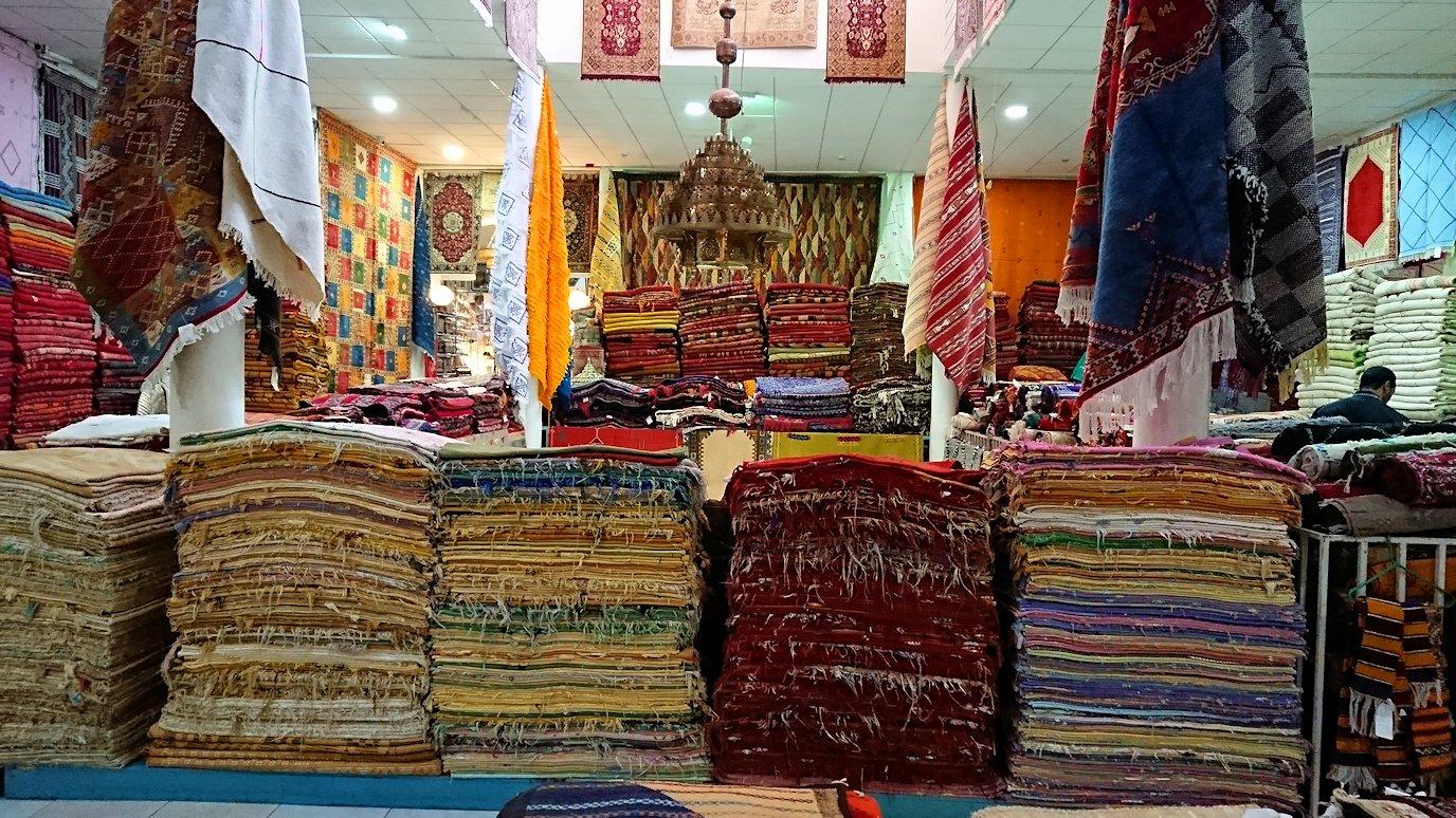 モロッコ・マラケシュのサアード朝近くの総合お土産物店の様子3