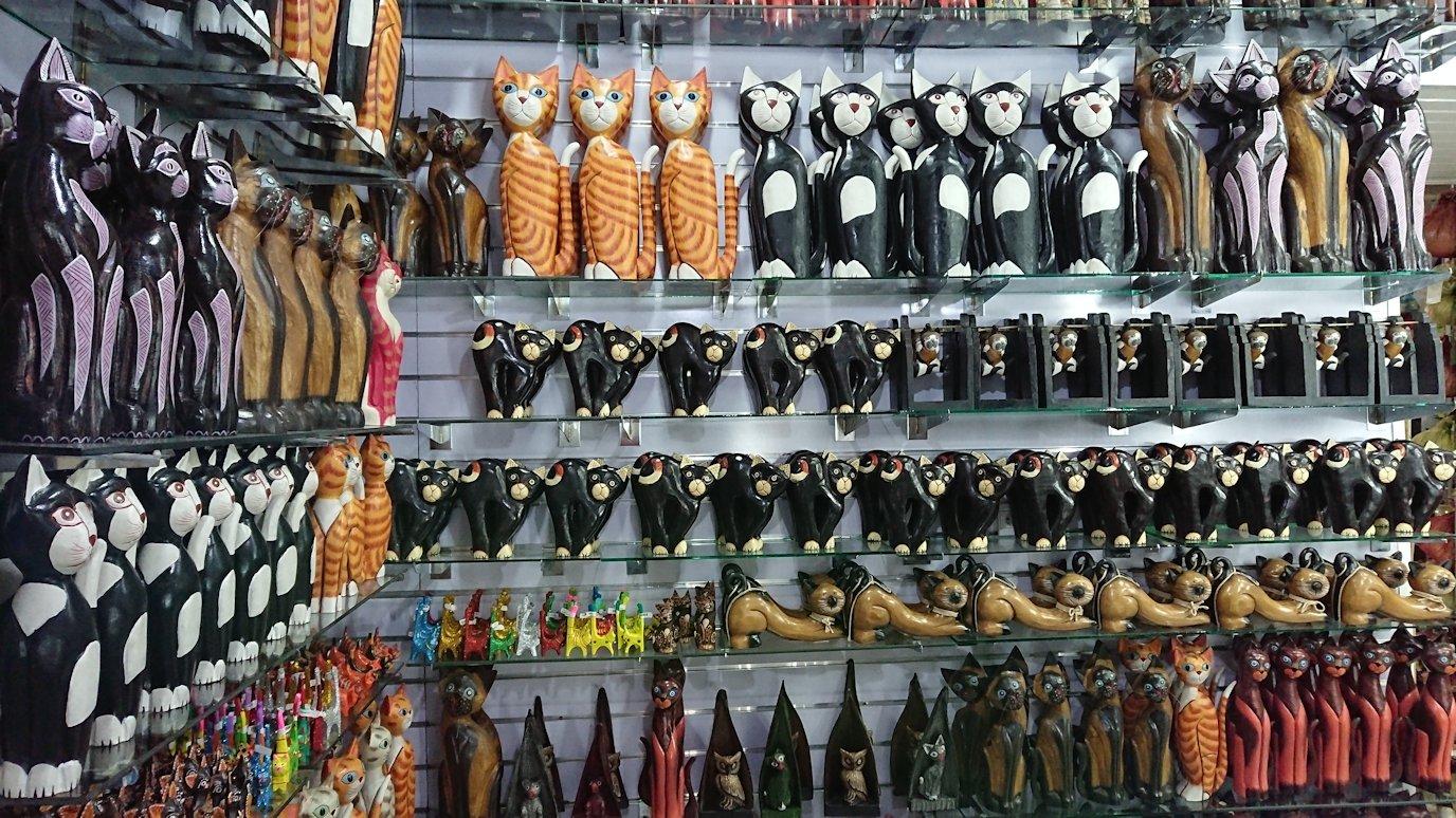 モロッコ・マラケシュのサアード朝近くの総合お土産物店の様子6