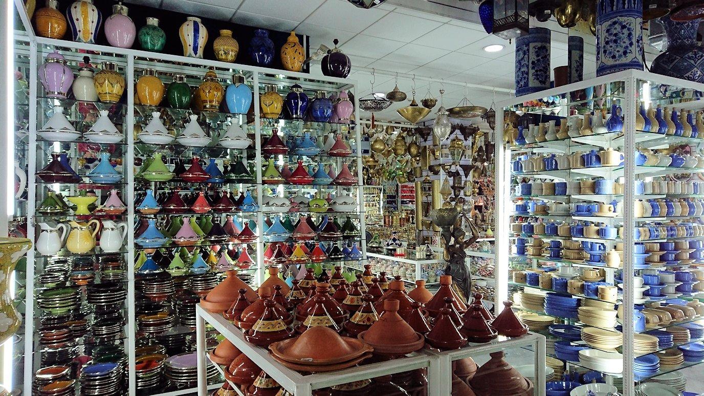 モロッコ・マラケシュのサアード朝近くの総合お土産物店の様子7