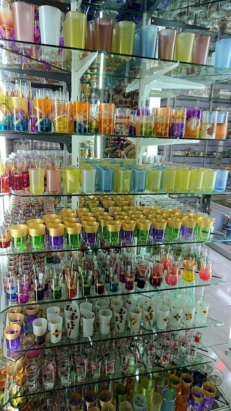 モロッコ・マラケシュのサアード朝近くの総合お土産物店の様子8