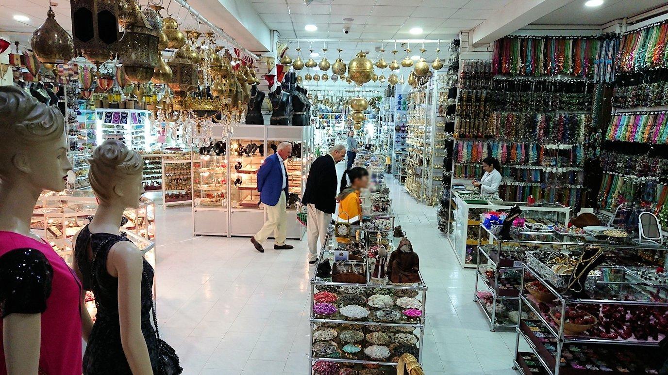 モロッコ・マラケシュのサアード朝近くの総合お土産物店で見つけたものとは2