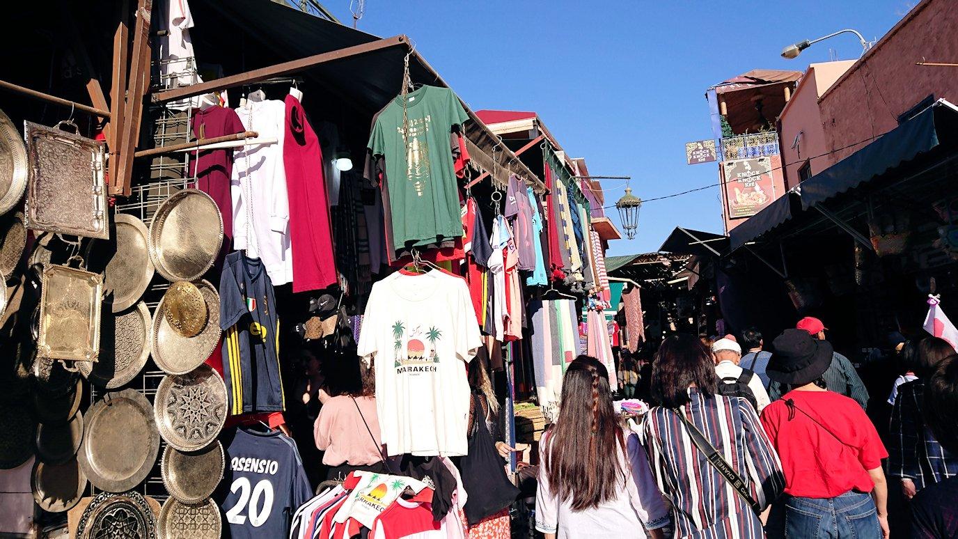 モロッコ・マラケシュでジャマ・エル・フナ広場に近づく6