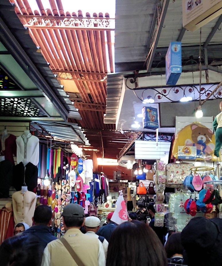 モロッコ・マラケシュでジャマ・エル・フナ広場に近づく9