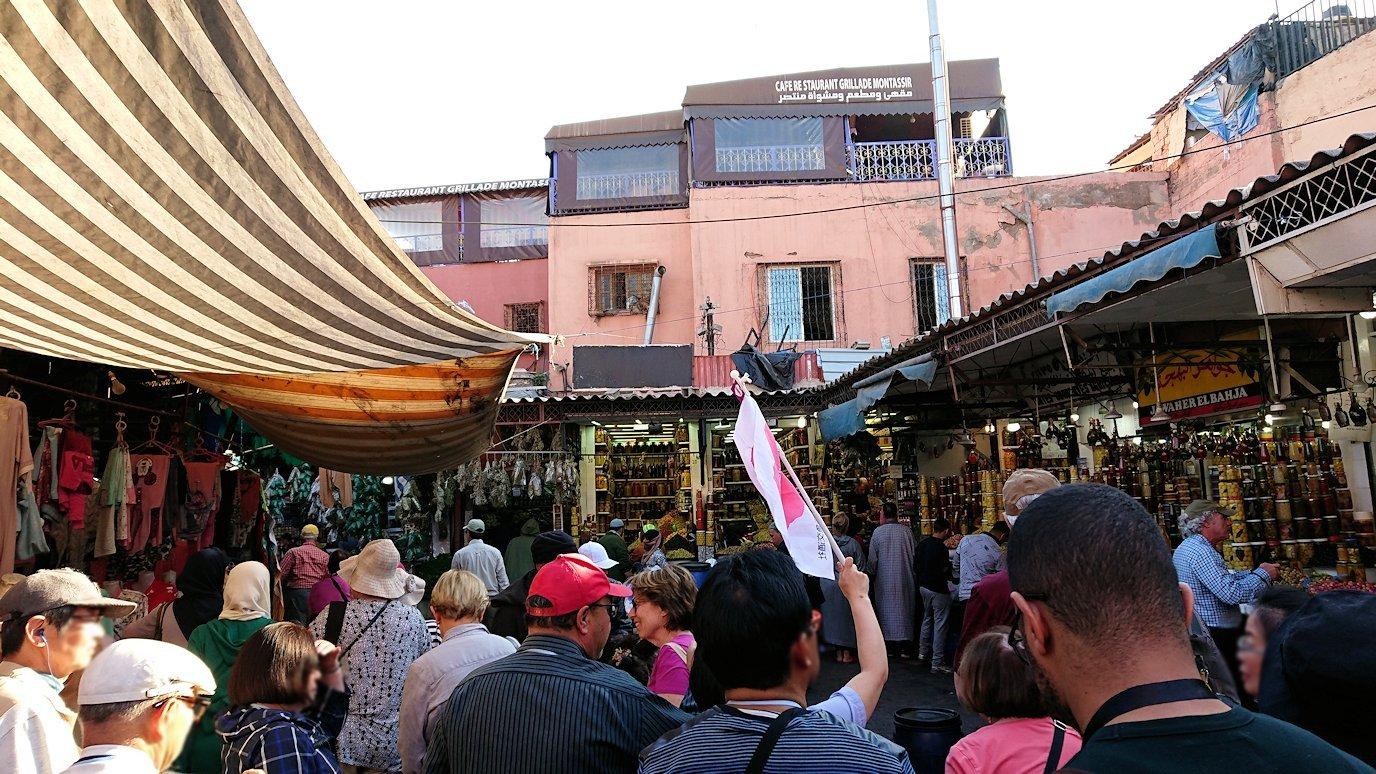 モロッコ・マラケシュでジャマ・エル・フナ広場に続く路地の様子5
