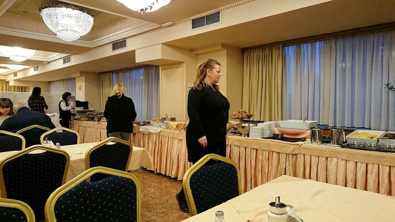 オスカーホテルで朝食バイキングを食べる2