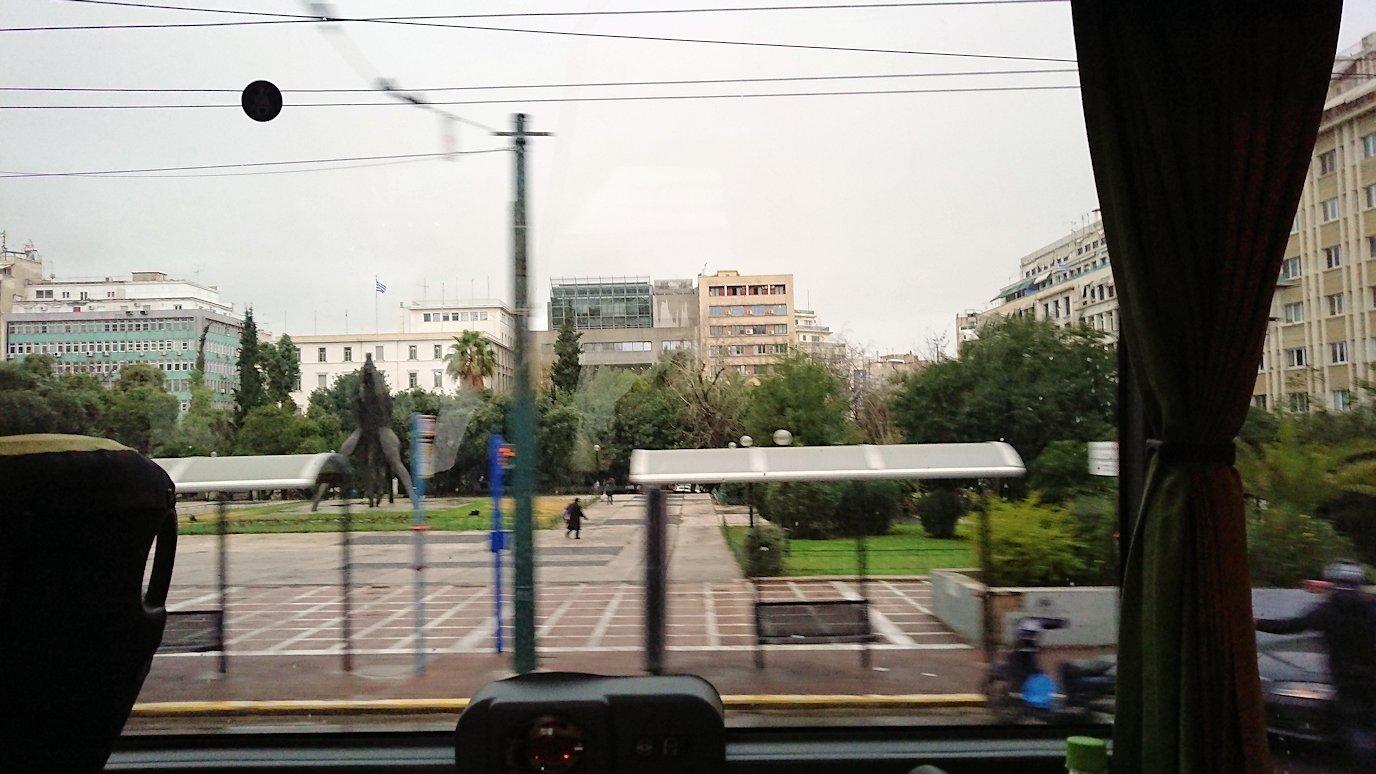 アテネ市内をバスで移動6