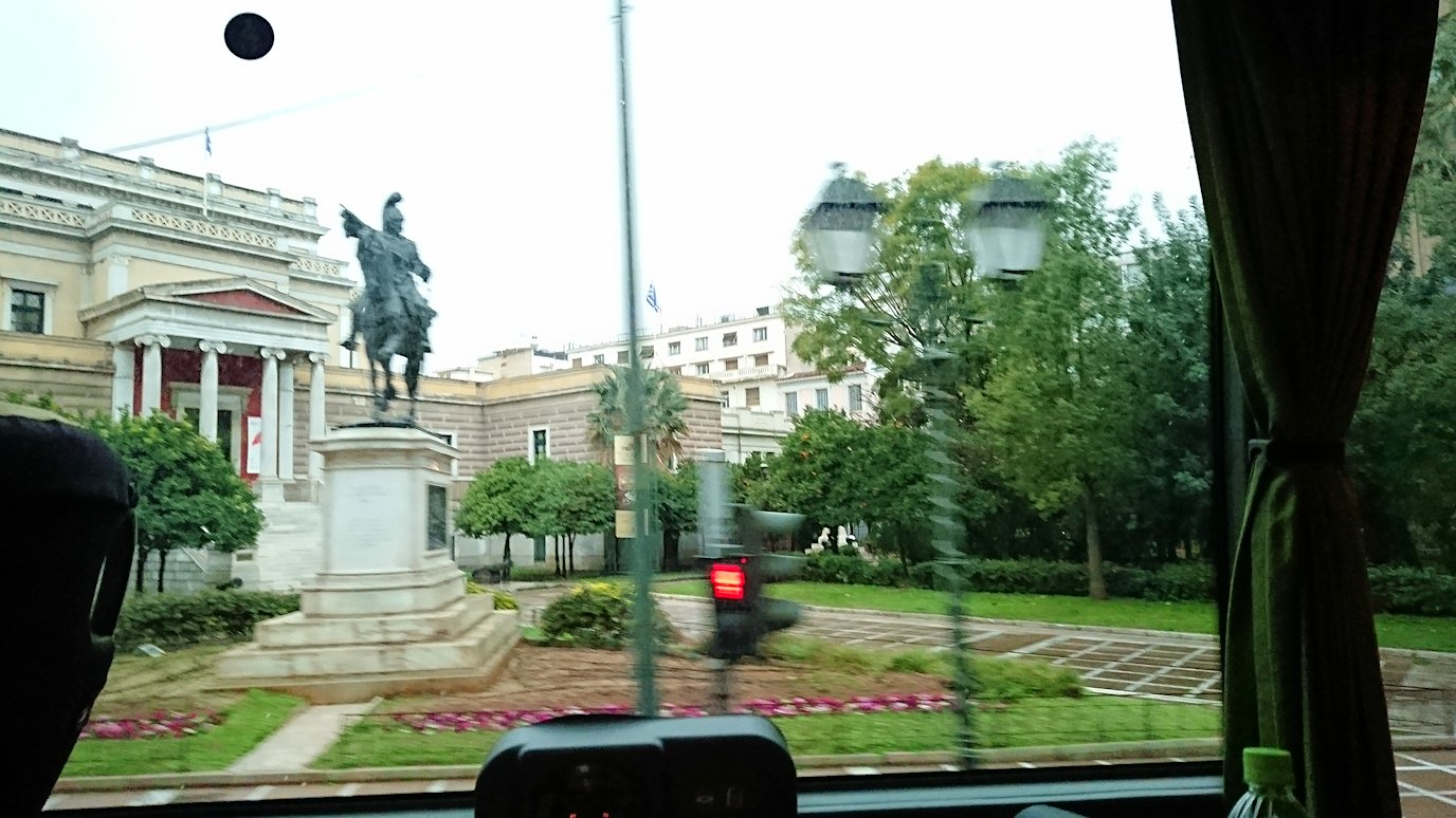 アテネ市内をバスで移動7