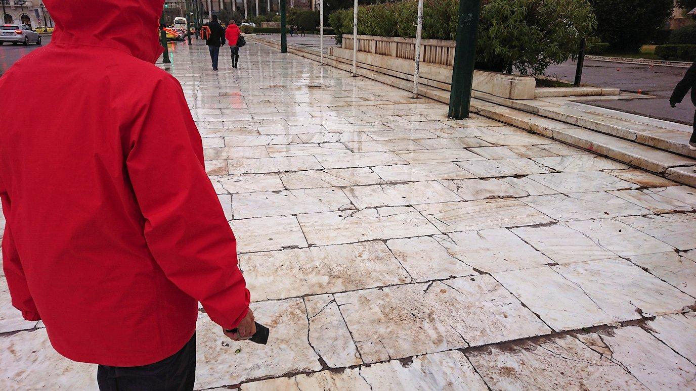 アテネの国会議事堂前に到着