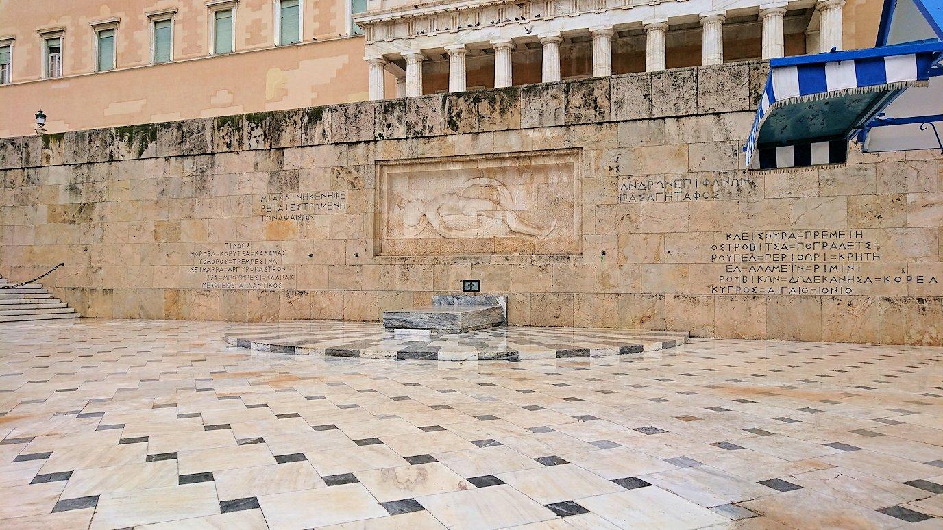 アテネの国会議事堂前の無名戦士の墓2