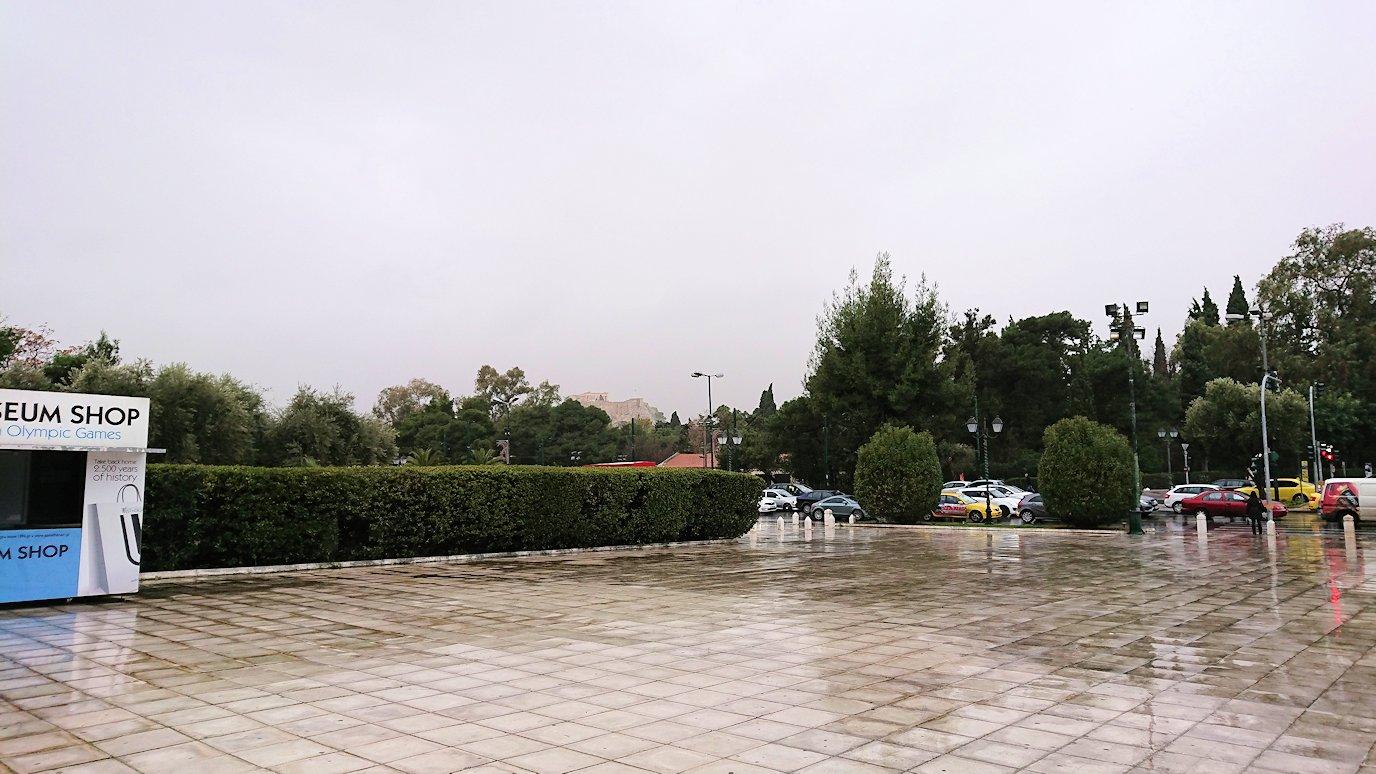 アテネ市内のパナティナイコ・スタジアムを見る
